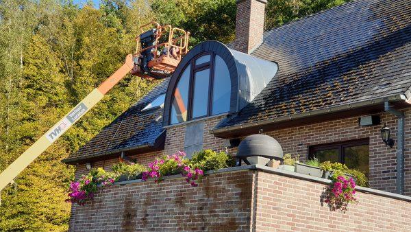 Démoussage et coating sur toiture contre l'humidité