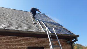 Démoussage, primer et coating pour une toiture